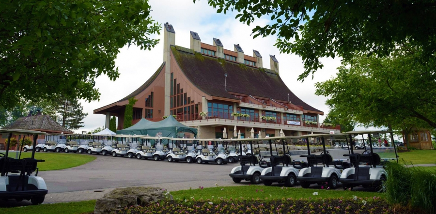 Cardinal golf wedding